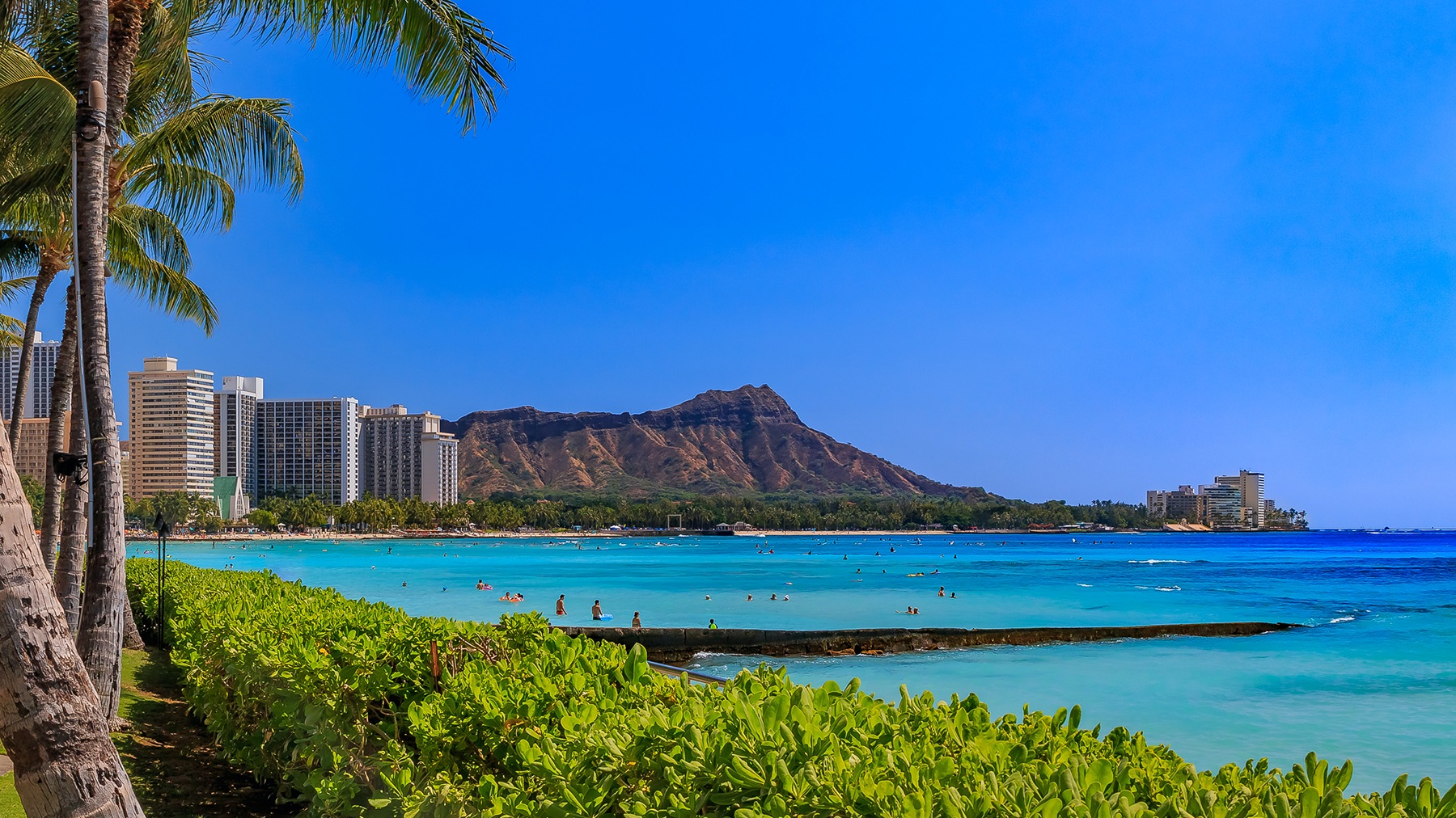 View of Waikiki Beach and Diamond Head in Honolulu, Hawaii, USA
